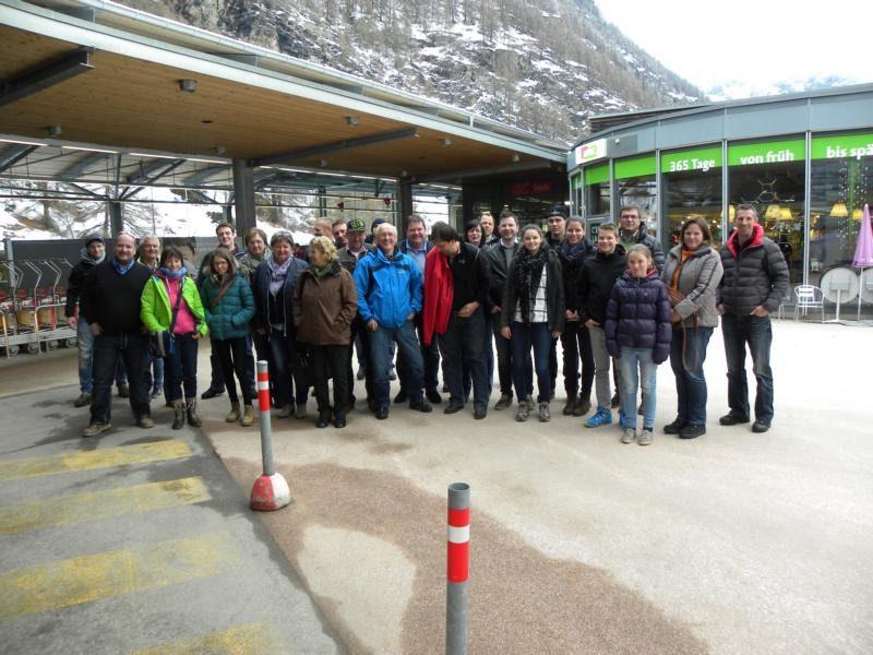 Mitglieder des Vereins der Seltenen Schafrassen in Tirol beim Ausflug nach Zermatt im April 2016